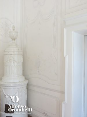 Paint decoration: white empire room