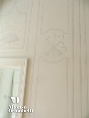 White empire room: paint decoration