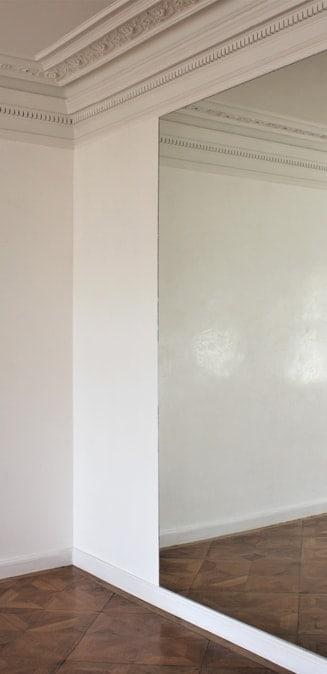 Alta decorazione, pareti bianche
