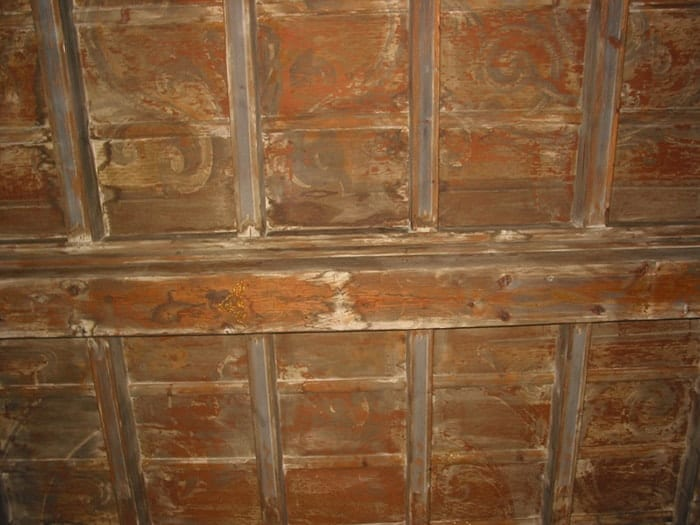 Ceiling restauration before